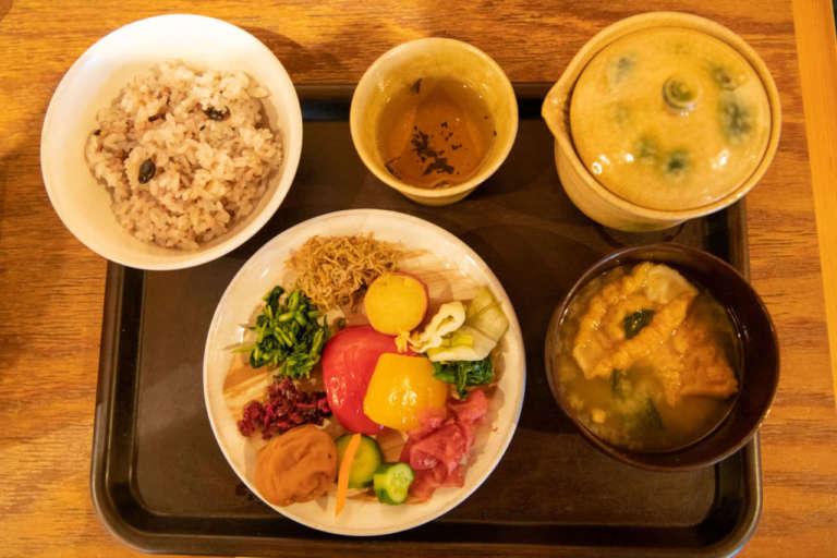 待ってでも食べたい!京都・二年坂の人気店でランチを 阿古屋茶屋