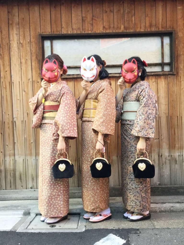 アンティーク着物3人娘など、お客さま写真をご紹介します