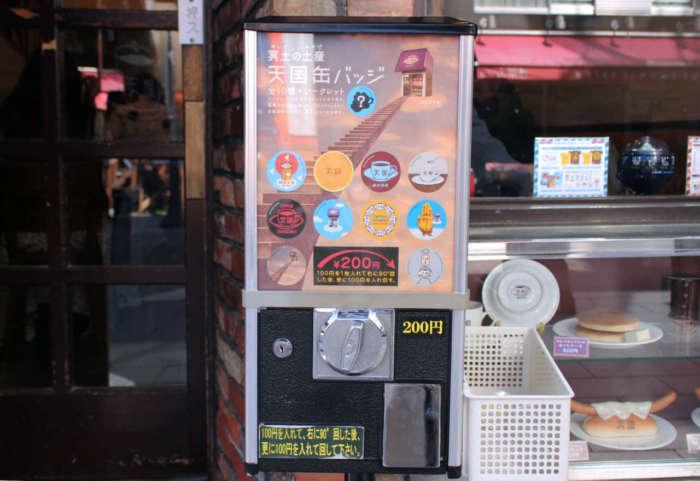 浅草のレトロ喫茶「珈琲 天国」の天国缶バッジのカプセルトイ