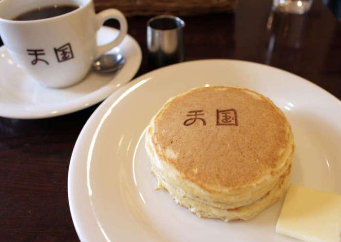 浅草のレトロ喫茶「珈琲 天国」のホットケーキ