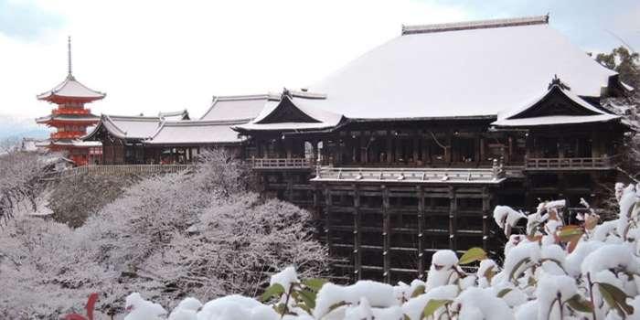 雪の清水寺も素敵