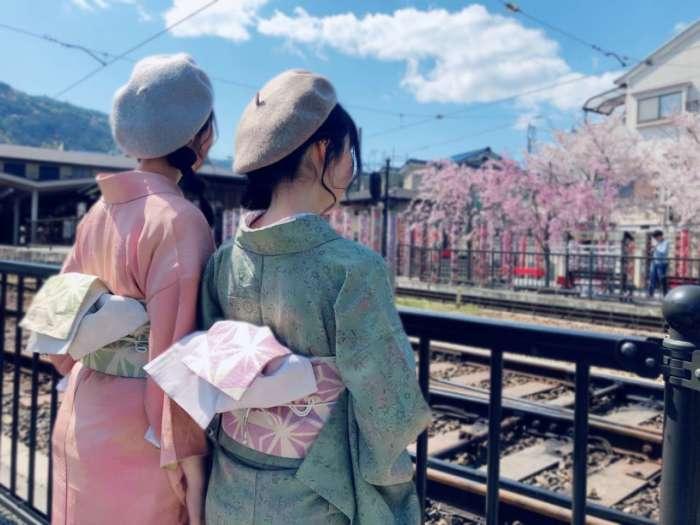 桜餅カラーのアンティーク着物双子コーデ