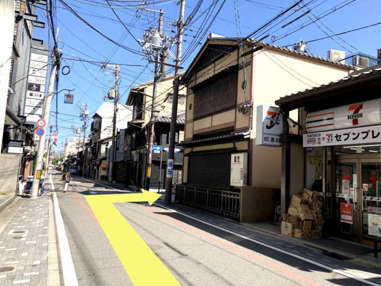 セブンイレブン 京都祇園北店前の道路