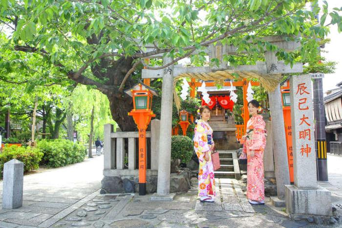 辰巳神社に着物姿でお参り