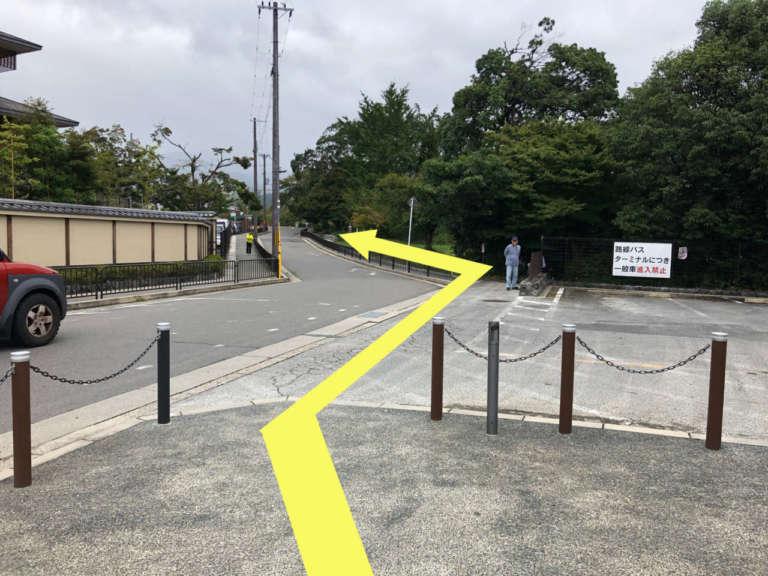 阪急嵐山駅前の道路