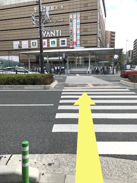 京都アバンティ前の横断歩道