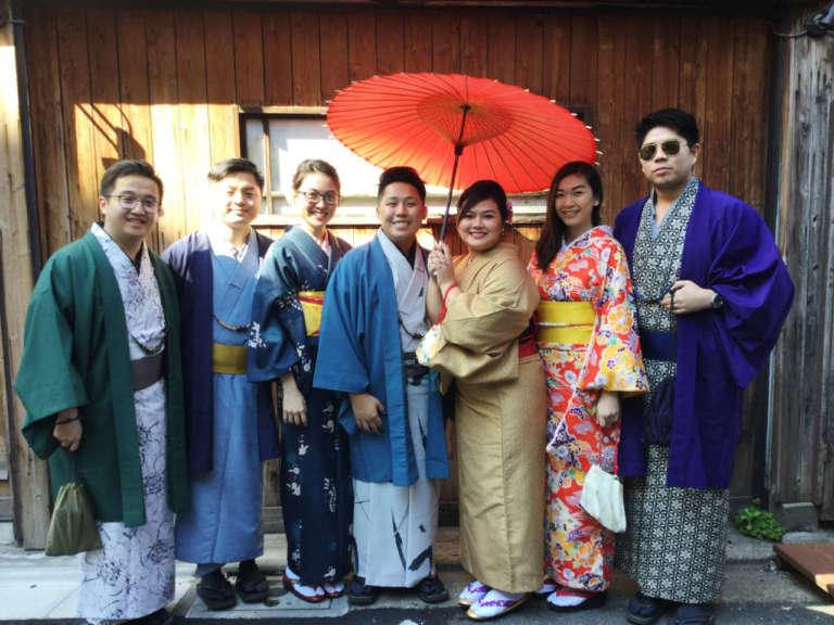 お客様のお写真をご紹介します!~フィリピンからのグループ、仲良し男子4人組~