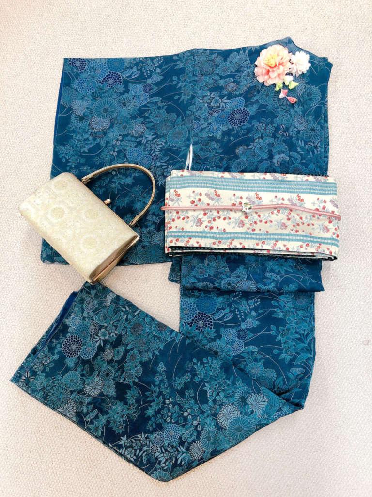 シンプルなアンティーク着物は帯で華やかに♪