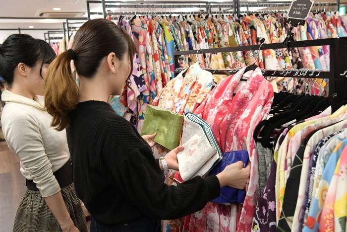 着物メーカーならではの豊富な着物から選べます!