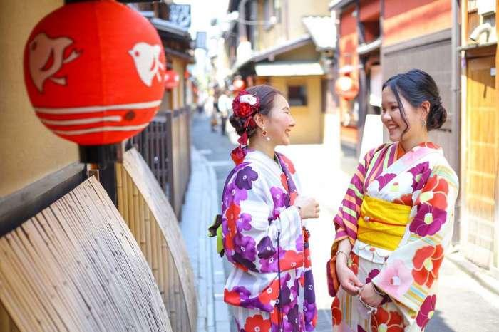 京都 先斗町で着物姿