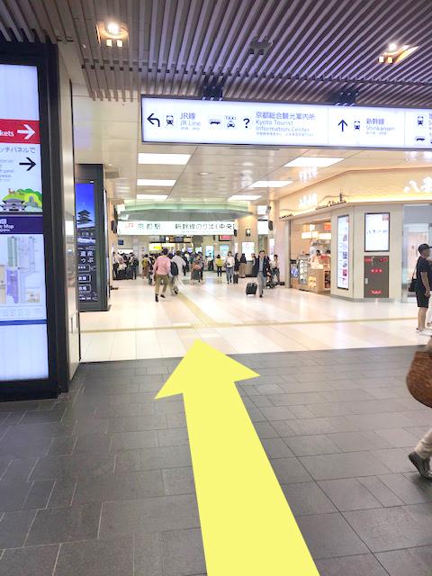 近鉄京都駅改札付近