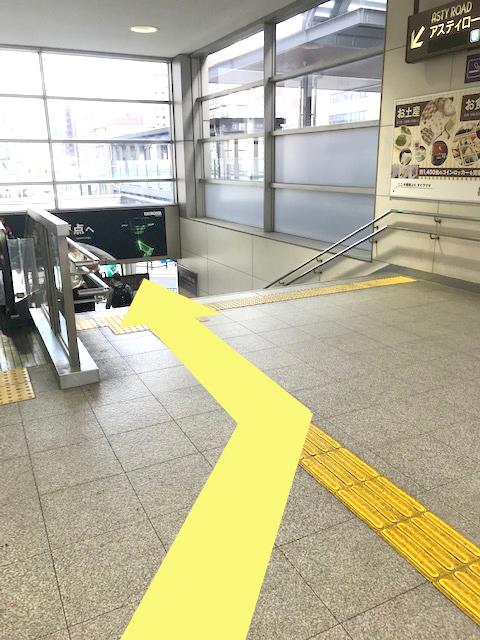 京都駅八条西口階段前