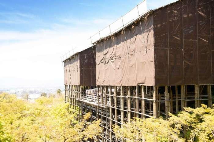 葺き替え工事中の清水の舞台