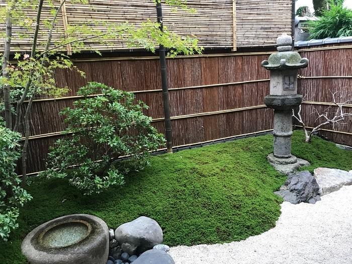 スターバックス京都二寧坂ヤサカ茶屋店の庭