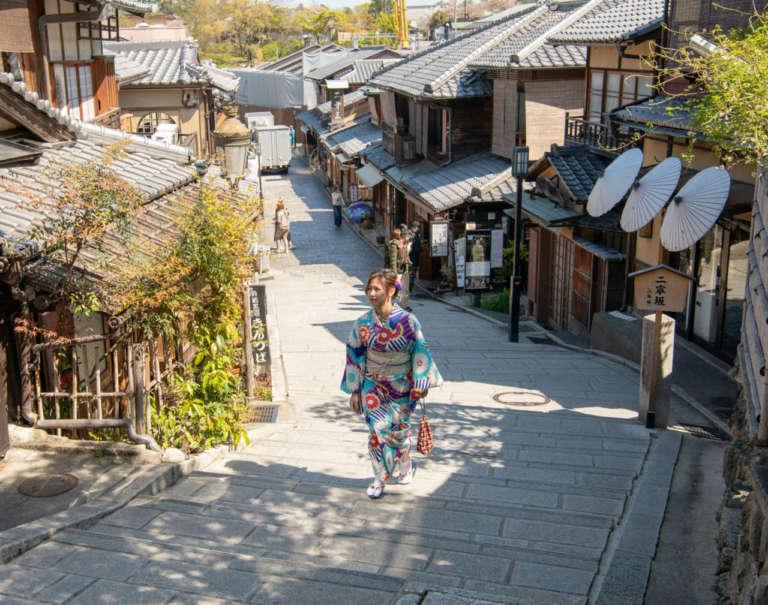 京都らしい風情に溢れる清水寺の参道 二年坂(二寧坂)