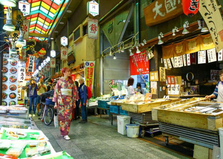 錦市場は食べ歩きもオススメ♪着物や浴衣で京都グルメの美味探訪!