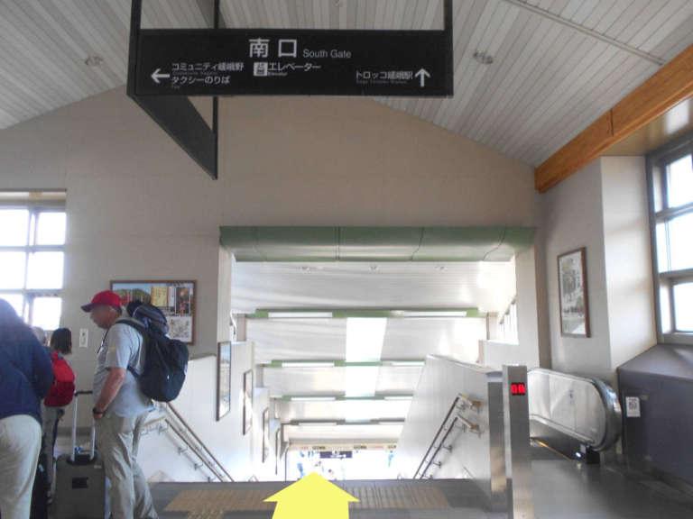 JR「嵯峨嵐山駅」南口階段
