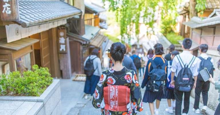 京都の歴史が刻まれた清水寺の参道 三年坂(産寧坂)