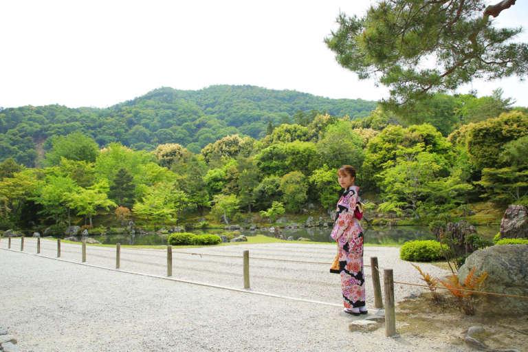 京都・嵐山の由緒ある名刹を着物で散策 天龍寺