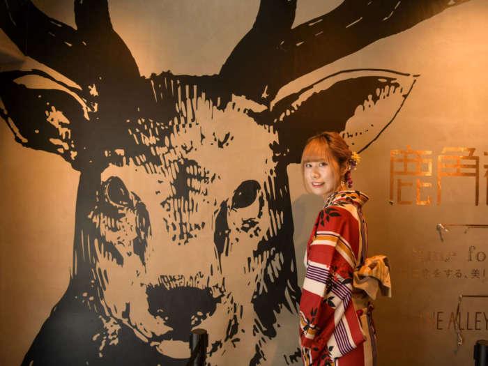 THE ALLEY(ジアレイ)店内壁のシカの絵