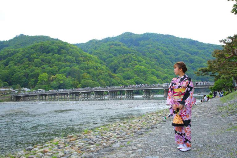 四季折々の美しい景観が広がる嵐山のシンボル 渡月橋