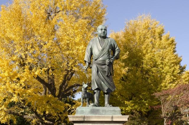 上野恩賜公園の紅葉と西郷隆盛像