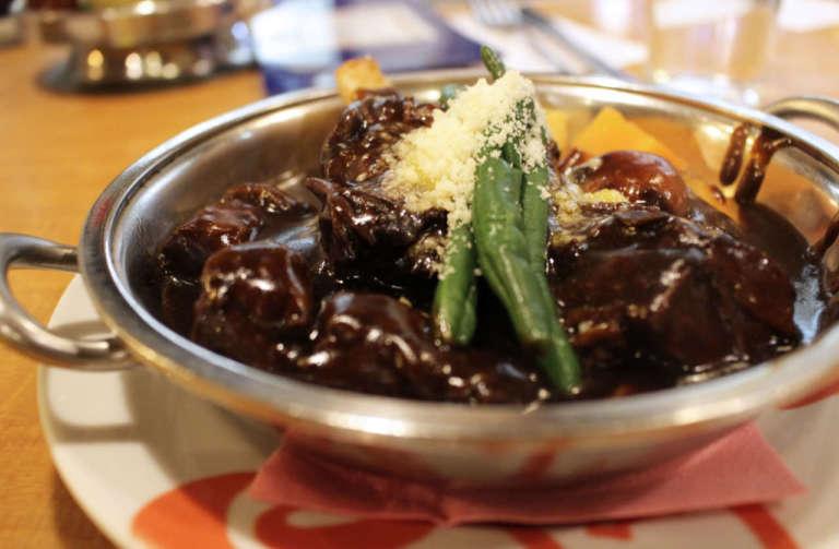 昭和時代にタイムスリップ!浅草の洋食屋「ヨシカミ」で絶品ビーフシチューを食べてみよう